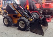2009 BOXER BRUTE 427 KOHLER 27HP MINI SKID STEER LOADER WITH 4 IN 1 BUCKET VERY TIDY MACHINE WITH LESS THAN 700 HOURS