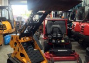 2009 BOXER BRUTE 320 KOHLER 27HP TRACKED MINI SKID STEER LOADER WITH BUCKET – VERY TIDY MACHINE WITH LESS THAN 600 HOURS