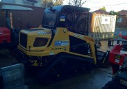 2008 ASV RC30 TIGHT ACCESS TRACKED MINI SKID STEER LOADER WITH A 4 IN 1 BUCKET – LESS THAN 1500 HOURS