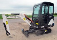 BRAND NEW 2013 BOBCAT E14 1.5 TONNE CLOSED CAB TIGHT ACCESS MINI EXCAVATOR EXPANDABLE UNDER CARRIAGE, CLOSED CABIN & HAMMER PIPING