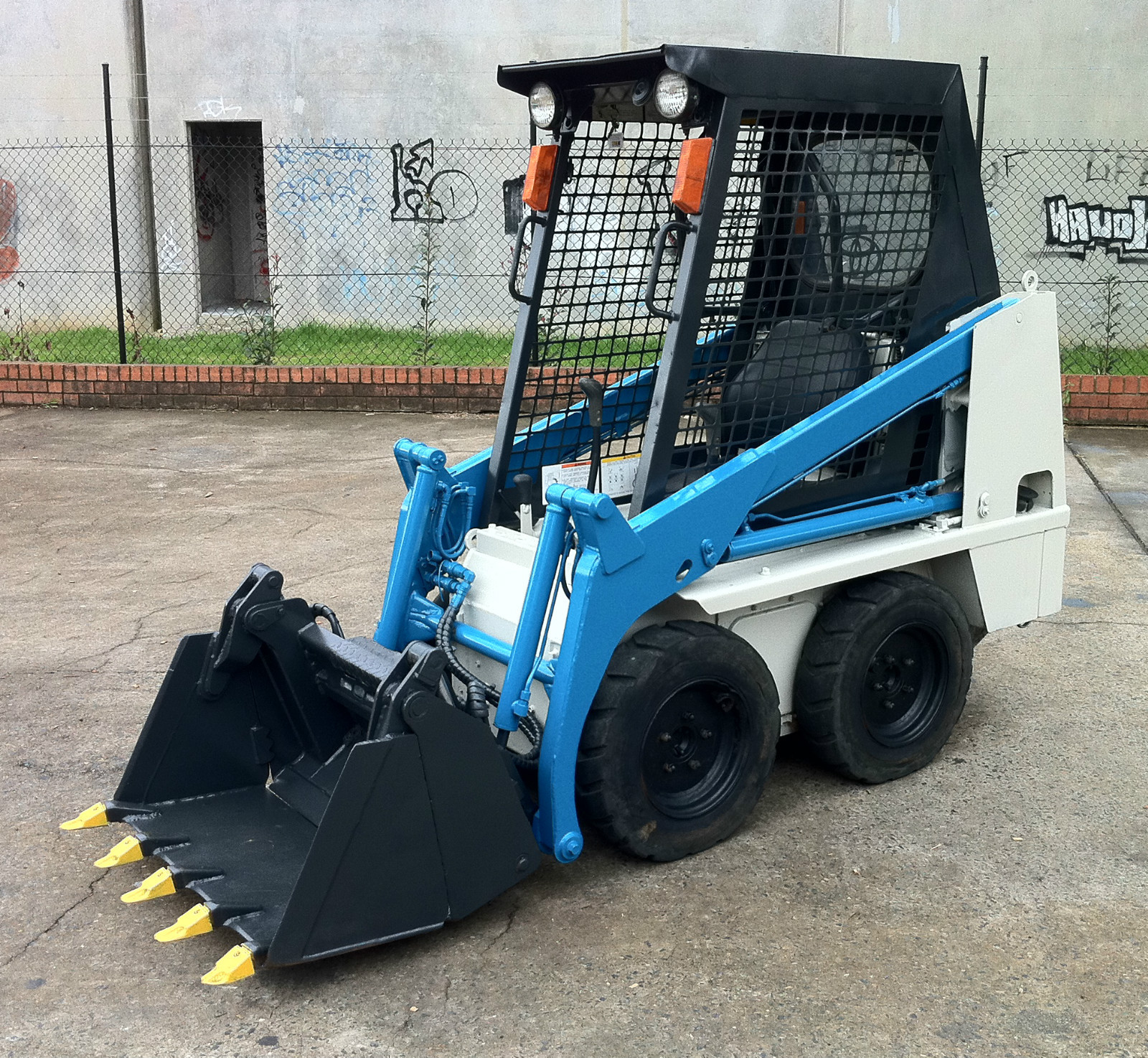 Mini Skid Steer : Toyota sdk tight access mini skid steer loader with
