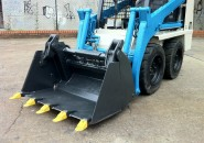 2009 TOYOTA 4SDK4 TIGHT ACCESS MINI SKID STEER LOADER WITH A 4 IN 1 BUCKET UNBEATABLE PRICE AS WE WANT IT CLEARED OUT, HAVE A LQQK