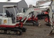 2006 TAKEUCHI TB135 3.5 TONNE EXCAVATOR WITH 3 BUCKETS AND LESS THAN 2500 HOURS